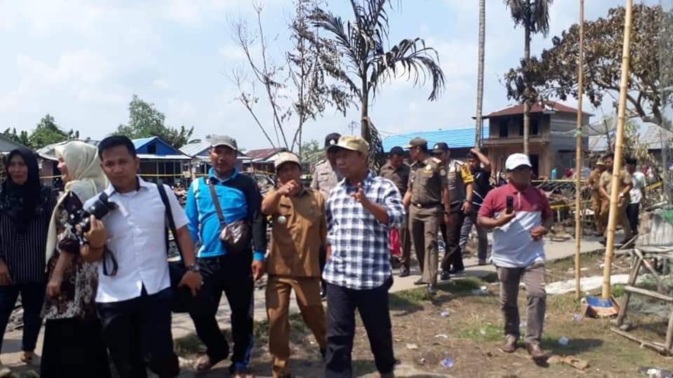 Bupati Tanjung Jabung Timur Romi Hariyanto mengunjungi korban kebakaran Mendahara Tengah
