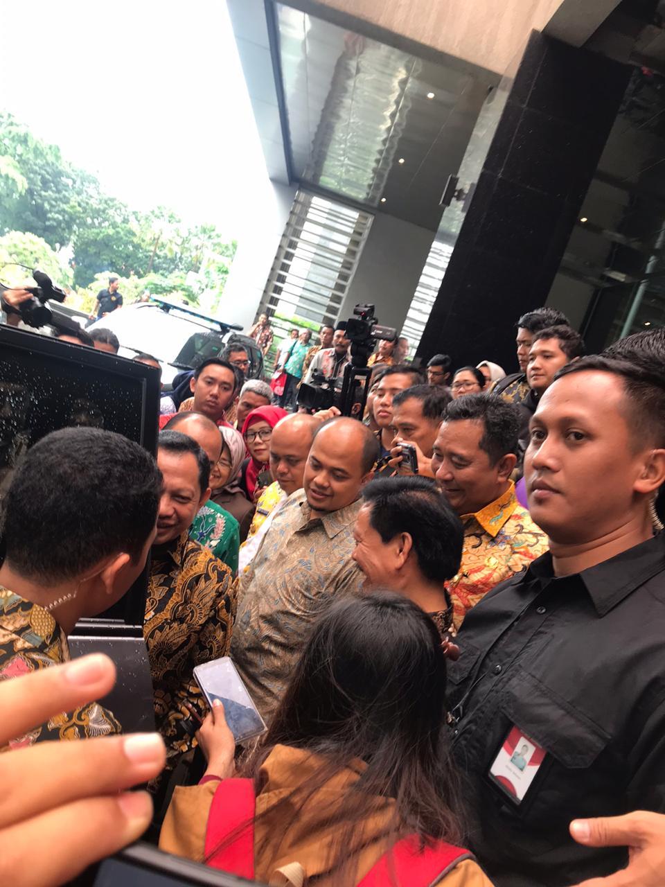 Wakil Bupati Tanjung Jabung Timur Robby Nahliyansyah saat melepas Mendagri