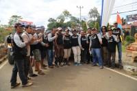 Bupati Tanjung Jabung Timur Romi Hariyanto berfoto bersama dengan para peserta offroad