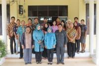 <p>Pose bersama keluarga besar Kesbangpol Linmas</p>