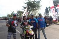 Wabup Robby Nahliansyah berfoto bersama dengan salah satu peserta